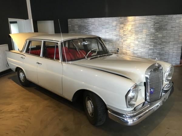 Mercedes-Benz 220 S